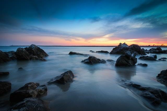 landscape blue hour di pantai