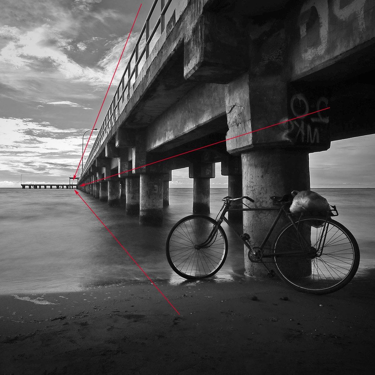 leading lines dan perspektif yang membentuk dimensi pada foto