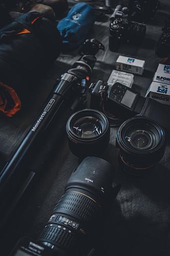 gear fotografer landscape seperti kamera, tripod, lensa...