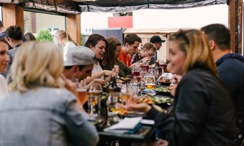 rekonendasi tempat makan dan oleh-oleh di makassar