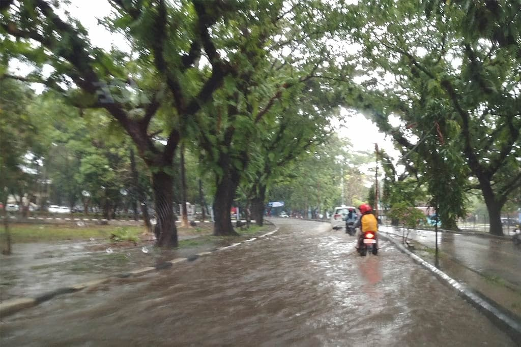 banjir-di-unhas-makassar